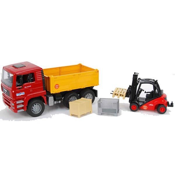 Kamion kiper sa viljuškarom Linde